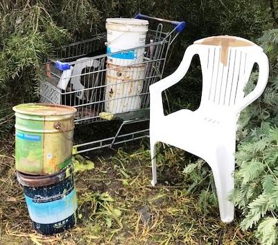Rubbish on the Merri