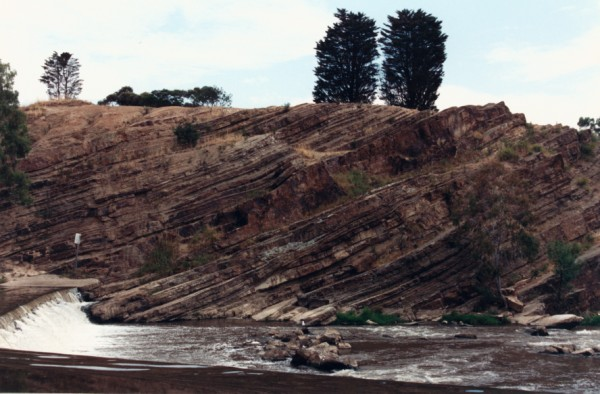 Dipping beds of sandstone and mudstone of the Melbourne Formation at Dight's Falls